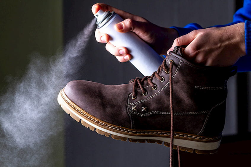 waterproofing-spray-on-boots