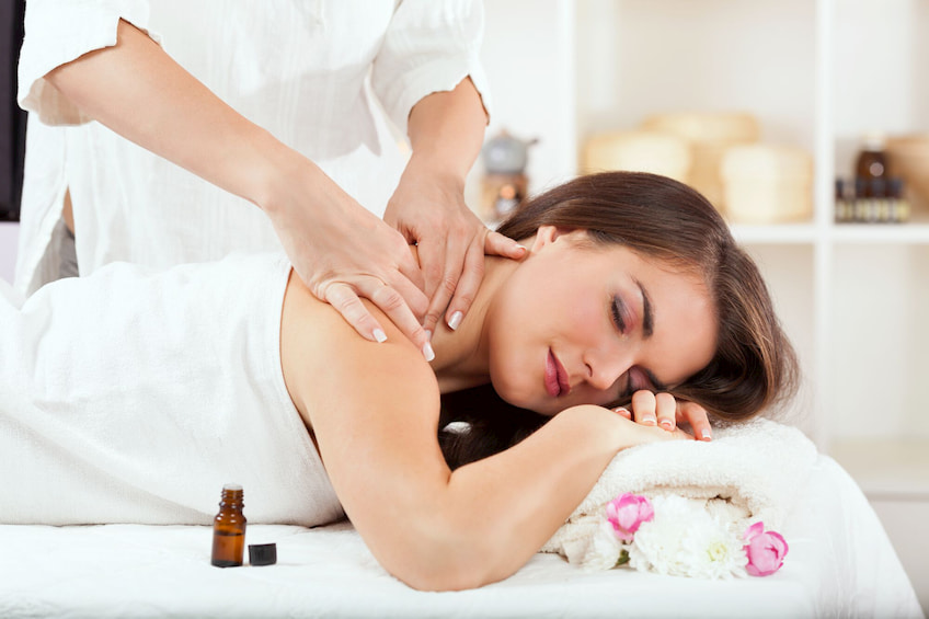 massage-with-essential-oil