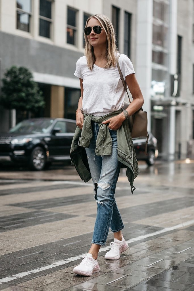 picture of a woman in casual comfortable outfit with Nike trainers